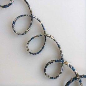 Rouleau bånd blomstret blå